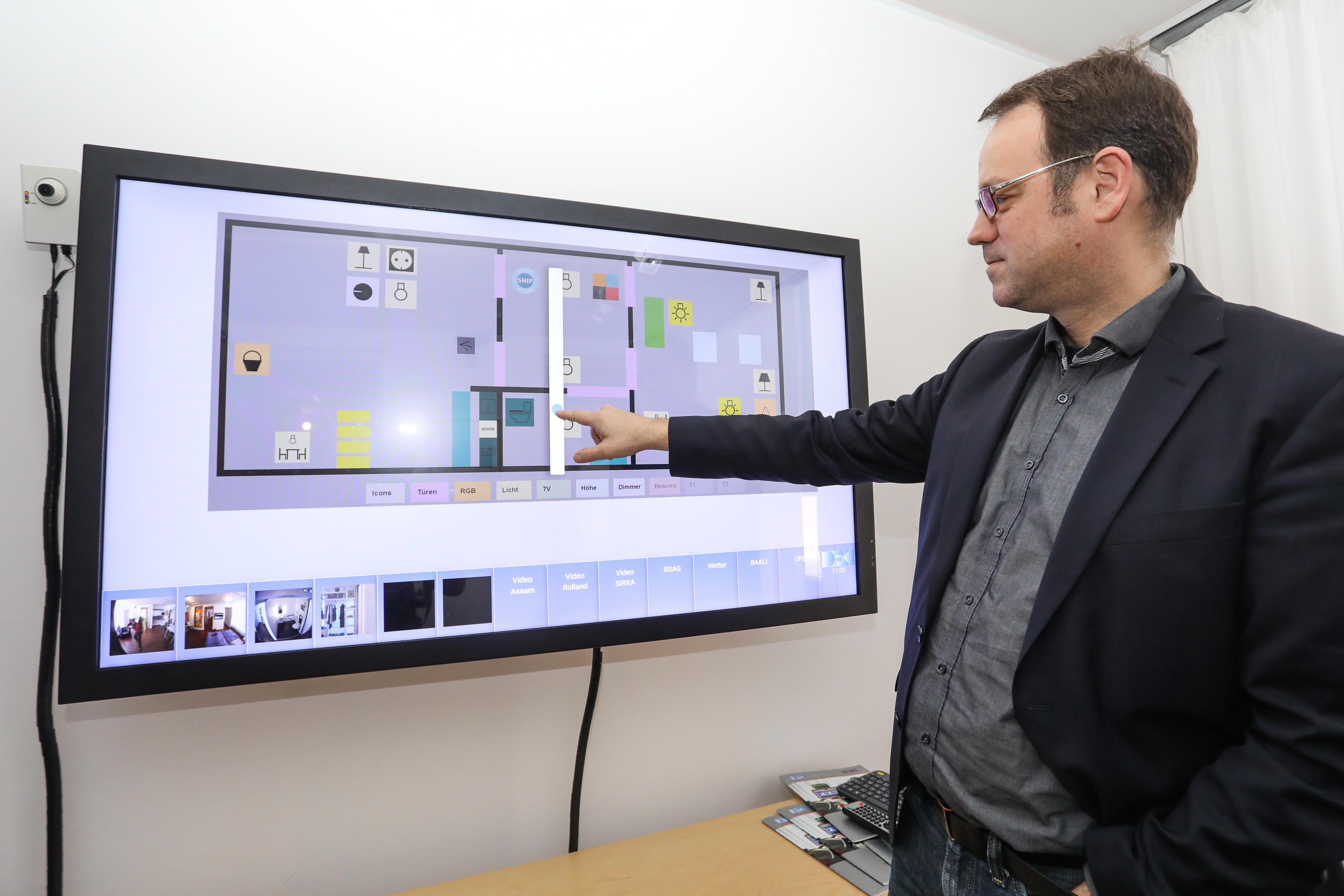 Foto 4 Licht Und Co Knnen Bei Anderen Smart Home Projekten Vom Nutzer Manuell Gesteuert Werden Aber Dr Serge Autexier Geht Im BAALL Mit Seiner