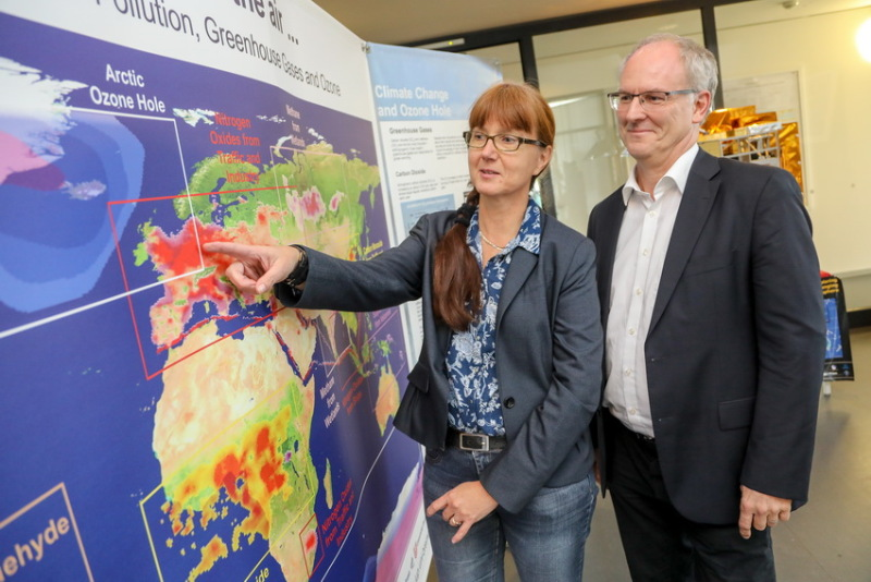 Professor Steffen Paul and Vice Dean of Studies Dr Annette Ladstätter-Weißenmayer
