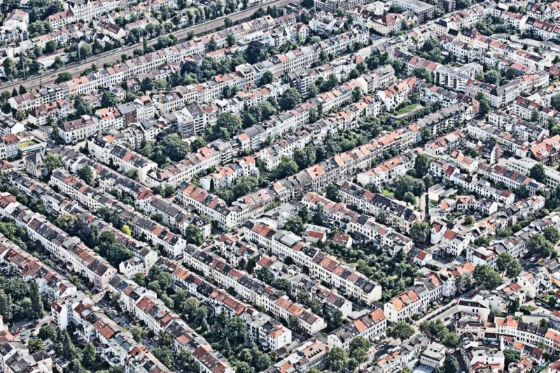 The view from above shows that green spaces are valued in residential areas