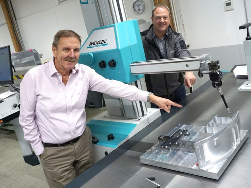 Peter Eickworth and André Kuhn, executive directors of Eickworth, with their 3D measuring machine.