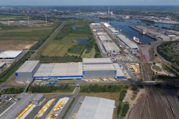 Around 150 businesses employing approximately 8,000 people are located at the Cargo Distribution Centre in Bremen