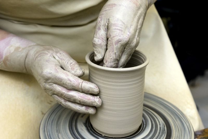 Ceramic crockery production at the Delme workshops