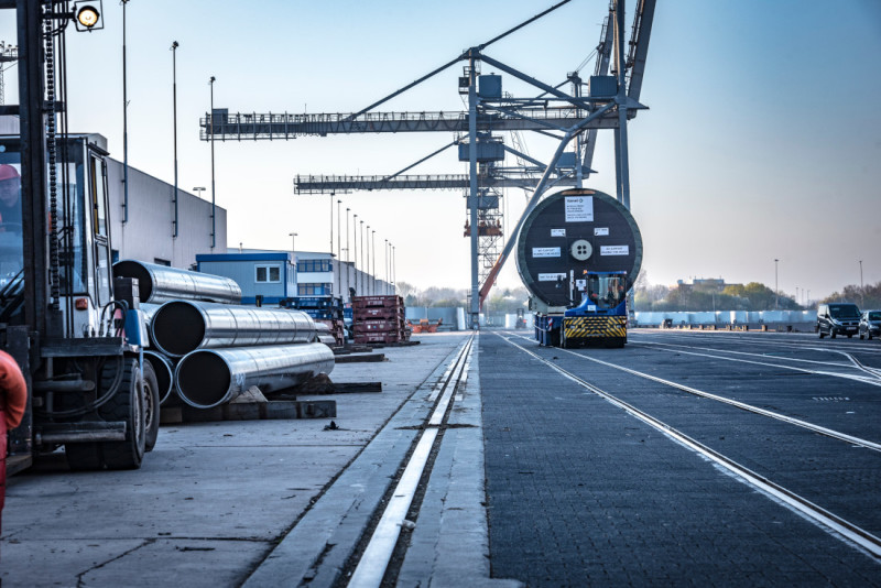 Neustädter Hafen in Bremen specialises in breakbulk cargo, such as large pipes and machinery parts.