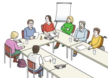 Viele Leute sitzen an einem Tisch und sprechen miteinander
