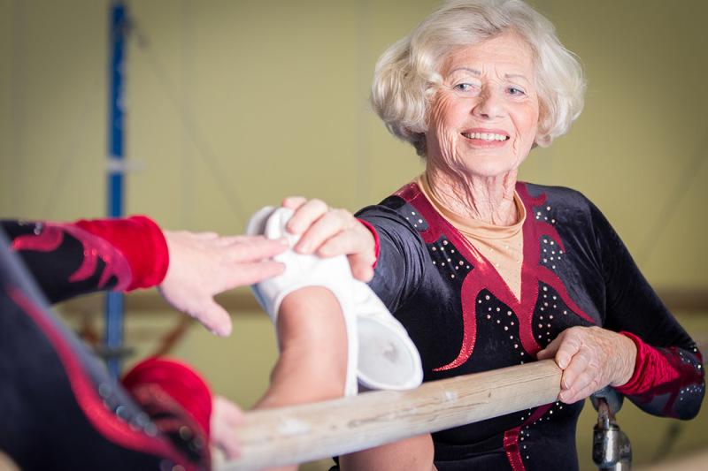 Renate Recknagel turnt seit Kindesbeinen an. Zehn Jahre hintereinander war sie Bremer Landesmeisterin im Turnen. Dann hörte sie auf – und fing erst wieder mit Ende 50 zu turnen an. Jetzt ist sie 78.