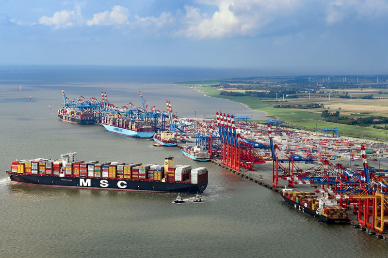 Bremerhaven: The two largest container shipping companies in the world are Maersk and MSC. Pictured here is MSC Gülsün.